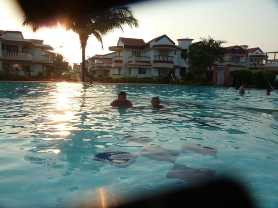 Lotus Beach Resort: Бассейн на территории отеля