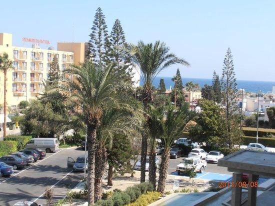 Nestor Hotel: Вид с балкона