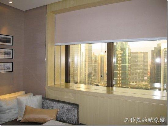 Courtyard Shanghai-Pudong: 高樓層的房間