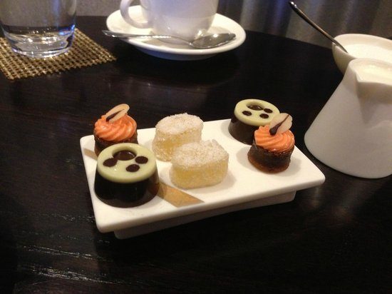 Castle Terrace Restaurant: Petit fours
