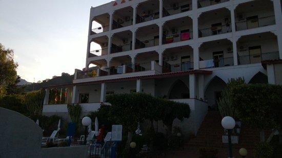 Park Hotel Silemi: Отель вид со стороны пляжа