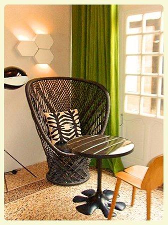 Hotel du Cloitre : Modern decor