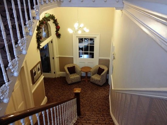 Lincombe Hall Hotel: Well spaced staircase