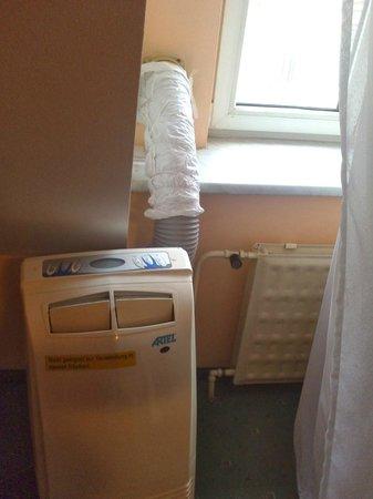 Film Hotel: Extraño tubo en la habitación
