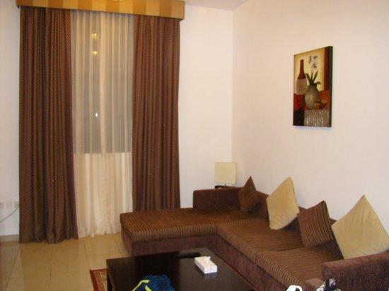 Ramada Hotel and Suites Ajman: Гостиная