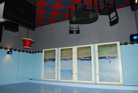 Propeller Island City Lodge: Перевернутый номер
