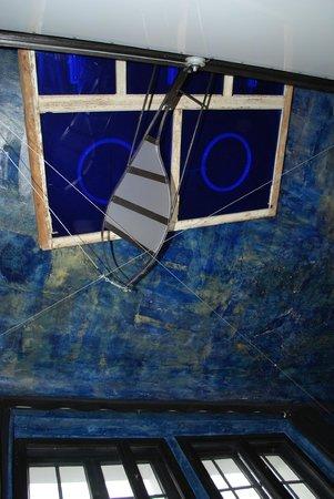 "Propeller Island City Lodge: ""Дирижабль"" на потолке напоминает о Леонардо да Винчи"