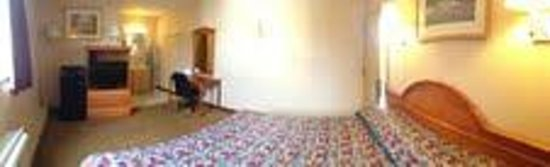 Knights Inn Pine Brook: One King Size Bedroom