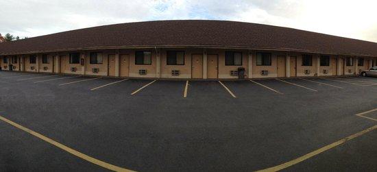 Knights Inn Pine Brook: Exterior Parking Lot