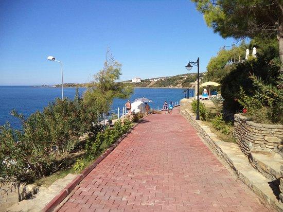 Incekum West: Дорога к пирсу и пляжу