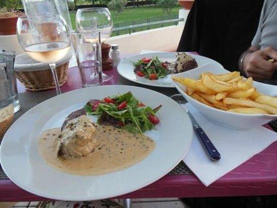 Cote Jardin : Filetto al pepe verde con patatie