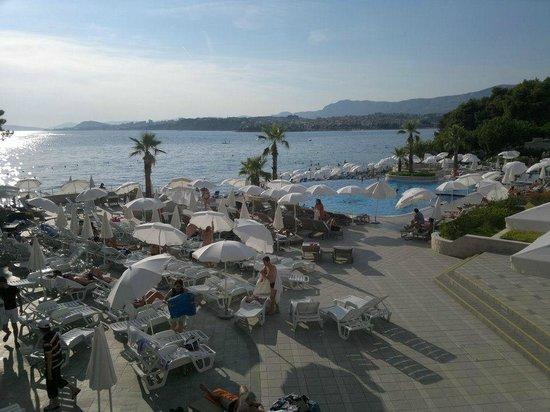 Le Meridien Lav Split: Area piscina