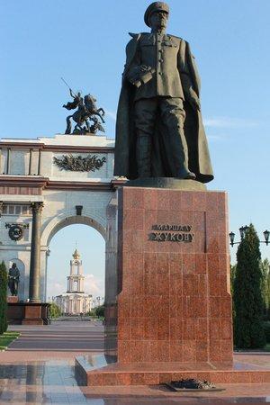 Victory Memorial: памятник Жукову