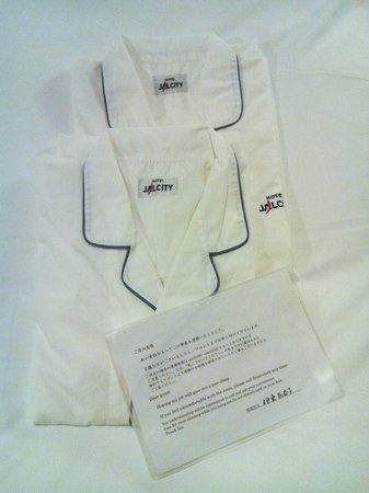 Hotel JAL City Haneda Tokyo: Халаты с эмблемой отеля
