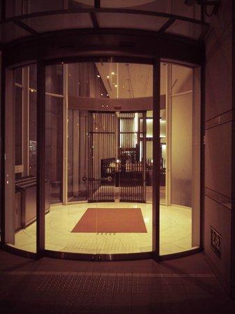 Hotel JAL City Haneda Tokyo: Это вход в отель!