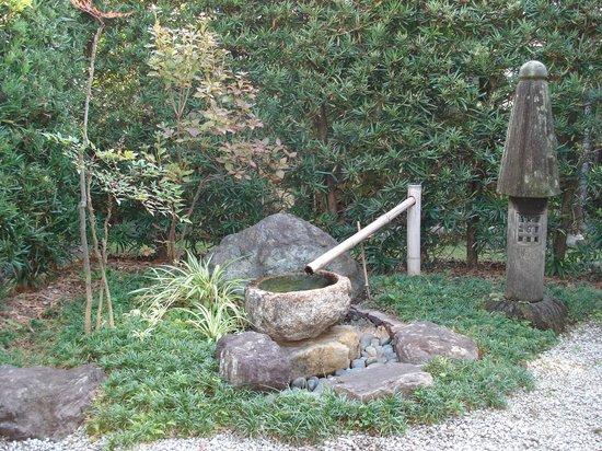 Jizoan: 縁側からの眺め