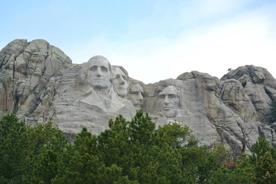 Mt. Rushmore Black Hills Gold Factory Tour: Photo taken outside of park.