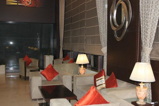 Country Inn & Suites By Carlson Gurgaon Sector 12: Фойе отеля.