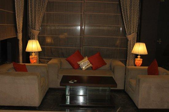 Country Inn & Suites By Carlson Gurgaon Sector 12 : Фойе отеля.