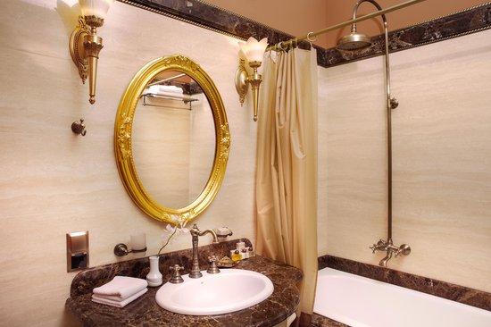 Hotel Staro: Bathroom
