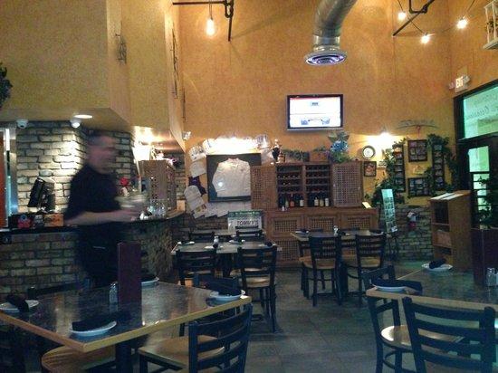 Tommy's Italian Restaurant: dining room