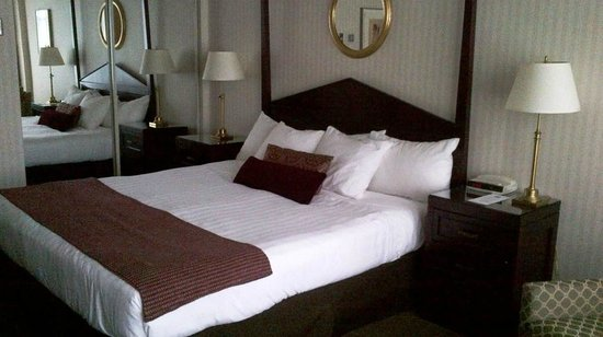 The Listel Hotel Vancouver : King size bed