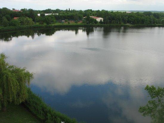 Hotel Delibab: исскуственное озеро, вид из номера