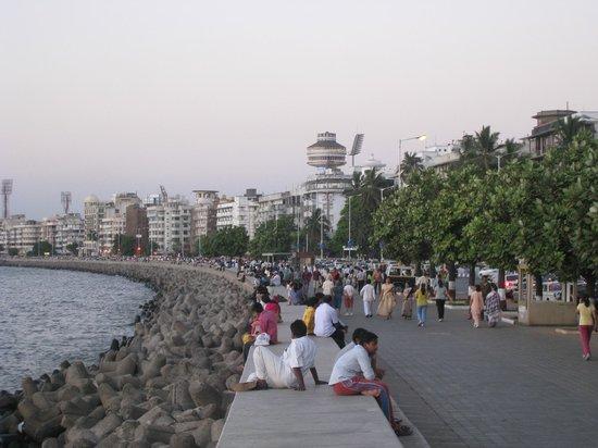 The Oberoi, Mumbai : набережная прямо у отеля