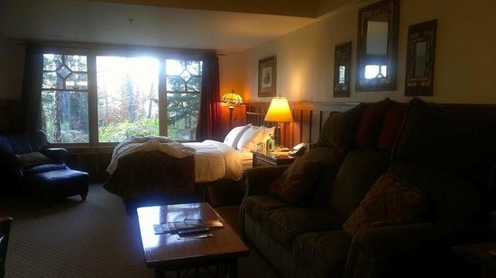The Whiteface Lodge: So Comfortable!!! A million pillows!