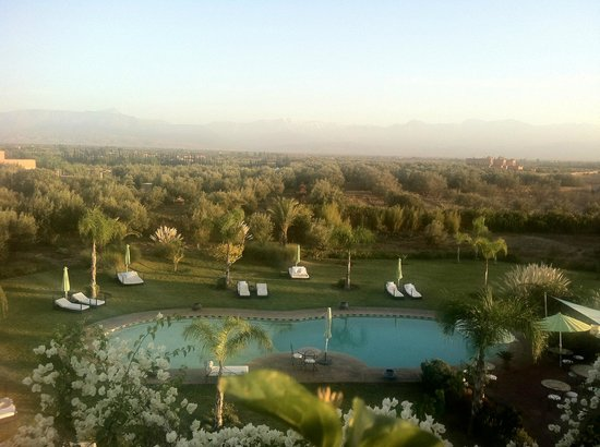 Riad Al Mendili Kasbah : View of the pool, gardens and mountains from our balcony