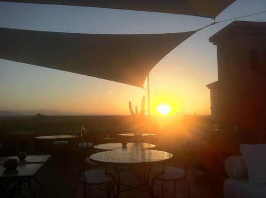 Riad Al Mendili Kasbah: Sunset from the rooftop terrace