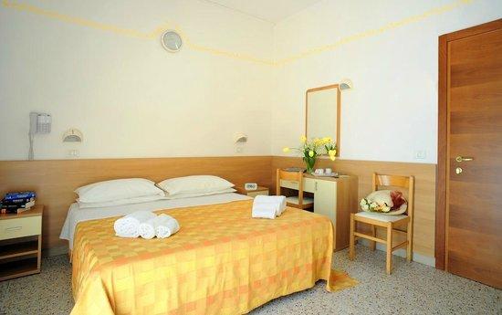 Piccolo Hotel Astoria: CAMERA DA LETTO