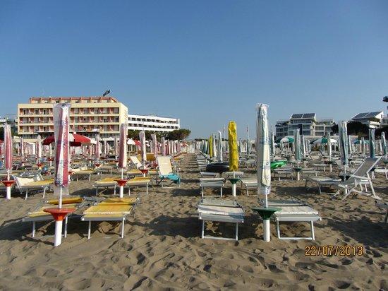 panfilo: Вид на отель с пляжа