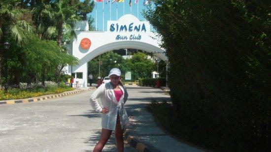 Simena Sun Club: въезд на территорию отеля