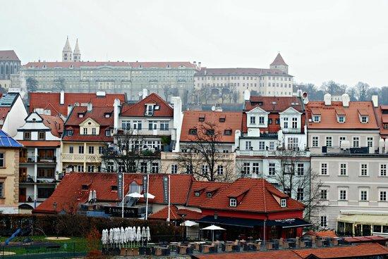 Karlin: Привычные для Праги крыши