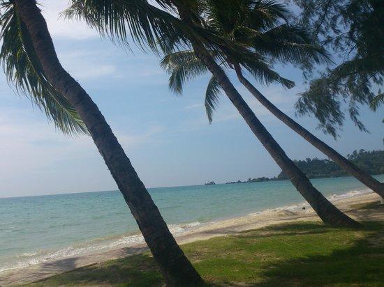 Klong Prao Resort Koh Chang: пляж, вид из ресторана