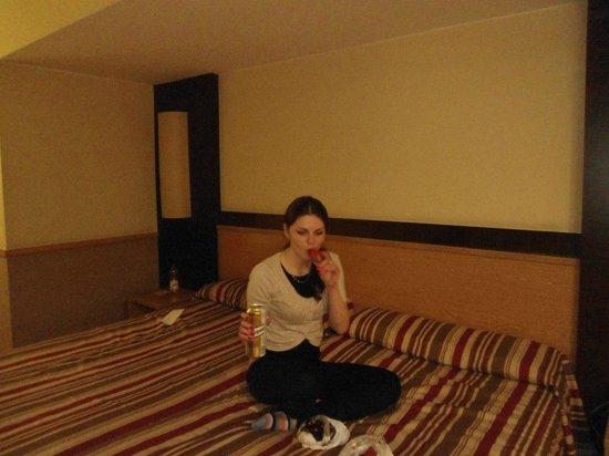 Catalonia Atenas Hotel: Это кровать в номере)