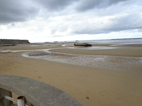 Remains Mulberry Harbour : Mulberry on Gold Beach Oct 2013
