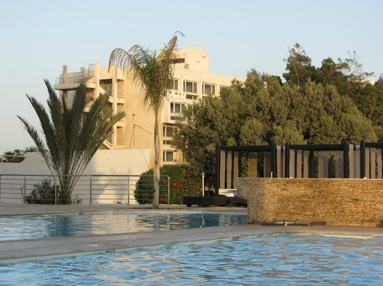 Anezi Tower Hotel : около бассейнов
