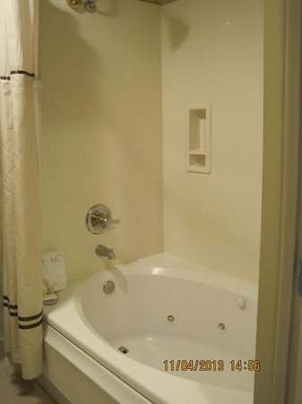 BEST WESTERN PLUS High Sierra Hotel: Tub with jets