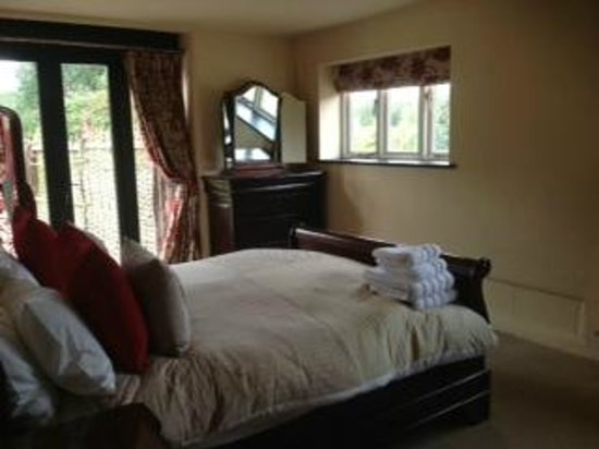 Hautbois Hall: Haybarn double room with garden access