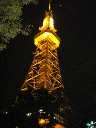 Hotel Econo Nagoya Sakae : 餐廳窗口就可以看到鐵塔
