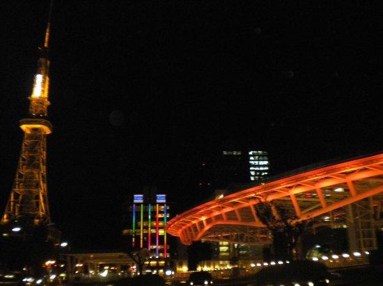 Hotel Econo Nagoya Sakae: 綠洲21購物中心就在對面而已