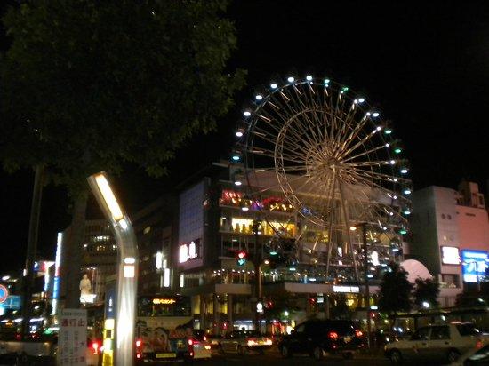 Hotel Econo Nagoya Sakae : 綠洲21購物中心就在對面而已