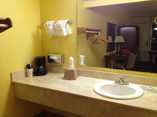 Americas Best Value Inn - Cocoa / Port Canaveral: prima del bagno