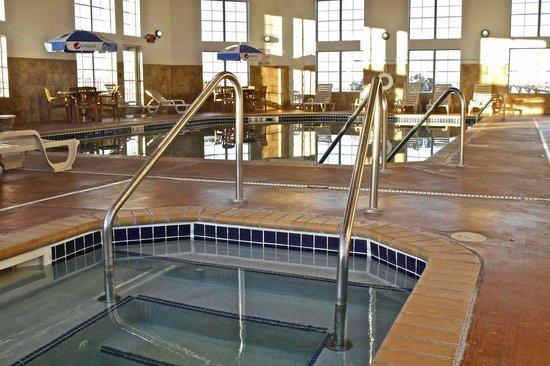 Arbuckle Lodge Gillette: Pool Hot Tub