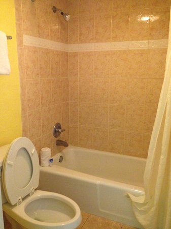 Americas Best Value Inn - Cocoa / Port Canaveral: bagno