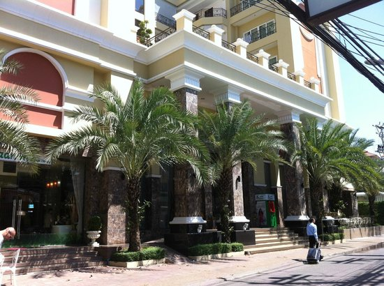 LK Residence: отель с улицы