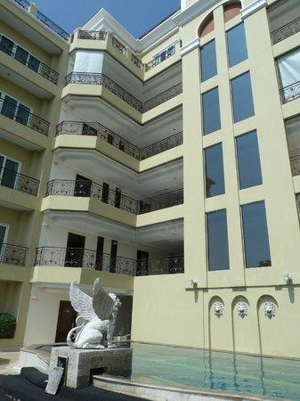 LK Residence: бассейн на 3-м этаже