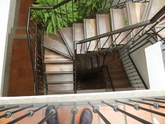 Hotel Casa Deco: The staircase.